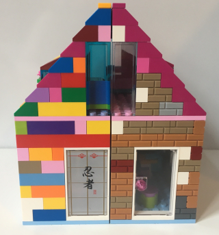 Lego house with door and japanese window